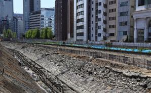 線路の下で眠っていた「築堤」