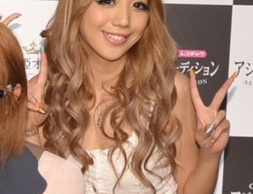 人気モデルの金子じゃねん、雑誌「Ranzuki」専属モデル卒業