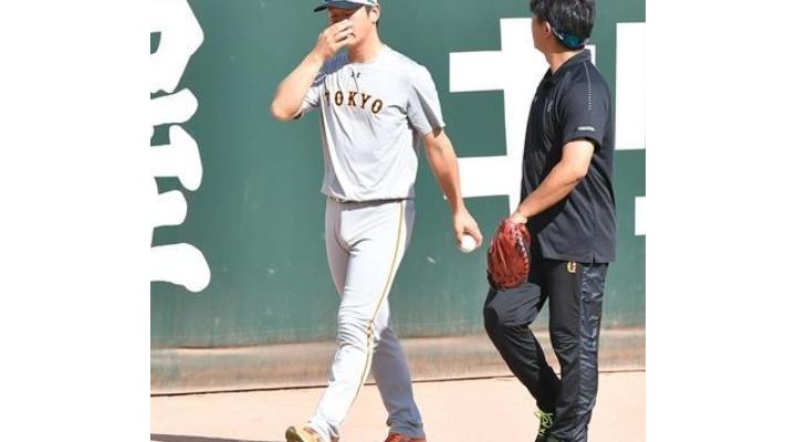 サンスポ「巨人・中川は試合前練習には参加した」スポニチ「中川は試合前練習に参加せず」