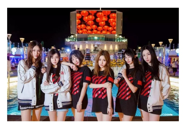 【画像】中国の女子プロゲーマーチームが最高すぎる件