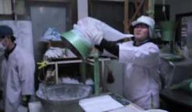【日本の食品】     日本の モチ 工場に 取材に行ってみた。   海外の反応