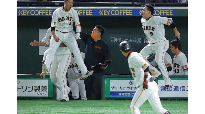 【画像】巨人・坂本勇人さん、チーム内で浮いていたw