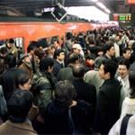政治家っていつになったら満員電車対策に乗り出すの?