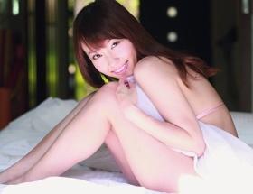 中川祐子さん、43歳の「奇跡のボディ」をご覧ください