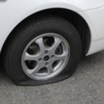 車のタイヤパンクしたんでディーラーに見てもらった結果wwwwwwwwww