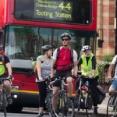 サイクリスト、歩行者を撥ねそうになった挙句激高→頭突き・・・。