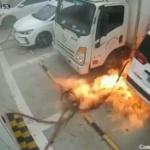 【動画】中国、また電気自動車が突然発火!充電スタンドで充電中に火を噴き炎上! [海外]