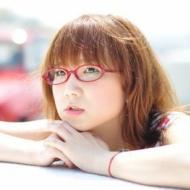 奥華子のデビュー10周年弾き語りツアー開幕!満員の会場を笑顔で包む アイドルファンマスター