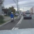 【動画】愛知県で原付バイクが歩道を走行する映像が公開される