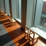 『椅子と窓』の画像