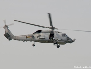 米海軍ヘリ「シーホーク」が六本木でタッチ・アンド・ゴー…密集地を低空で旋回!
