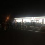 『深夜の握手会場付近コンビニに乃木坂ファンのトイレ待ち待機列が出来ている模様・・・』の画像