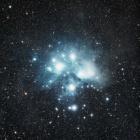 『プレアデス星団(M45)が照らし出す反射星雲』の画像