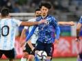 """内田篤人「三笘がアルゼンチンに通用しなかった理由は""""慣れ""""、Jリーグでやるのと海外の外人とやるのは違う」"""