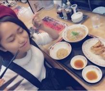 『浜浦彩乃&田口夏実コンビ、今度は「餃子の王将」でラーメン、餃子、炒飯セットをごち 止まらない食生活のおっさん化』の画像