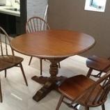 『大阪にオールドチャームのテーブルと柏木工のレイチェアを納品』の画像