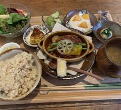 加賀市のフルーツランド近く「かがペレット木楽屋」に隣接シェアキッチン「KIRAKUYA」で発酵食ランチ