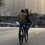 【動画】中国、自転車で実にけしからん危険な二人乗りをして走るバカップルを発見! [海外]