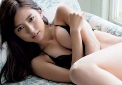 女優・真野恵里菜ちゃんがねっとり濃厚セックスしそうなエッチな下着姿を披露!