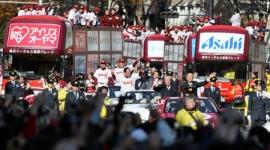 楽天星野監督「日本一晴れ」…仙台Vパレードに20万人