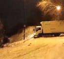【動画】ロシアの凍った坂道で事故が起きまくる、バカ多すぎわろたwwwww