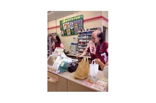 コンビニ店員だけどレシート握り潰すの楽しすぎンゴwwwのサムネイル画像