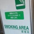 【悲報】某パチンコ店が設置した喫煙BOXが衝撃的(画像あり)