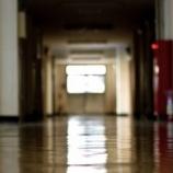 『【恐怖】突然学校から消えていく生徒たち「謎の病院施設への転校」』の画像