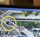 歩きスマホで歩道橋の階段から転落して死亡 おまえら歩きスマホで危険な目にあったことある?