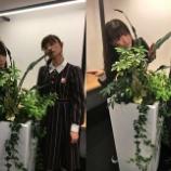『【乃木坂46】植物と戯れる2人・・・『生のアイドルが好き』本番前のオフショットが到着!!!』の画像