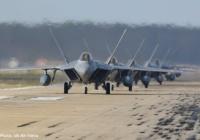 米中央軍、カタールの空軍基地へF-22ステルス戦闘機を派遣したと発表、同機配備は初…イランに対応か!