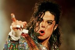【画像あり】マイケルジャクソンがダンスの時「斜めになっても転ばなかった理由」のネタバレwwww