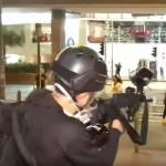 【動画】香港デモ、先までデモ隊の仲間だった男が突然銃口を向け、仲間を次々に逮捕! [海外]