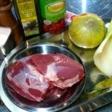 『【本格的】はじめに牛肉の煮込みを作ります』の画像