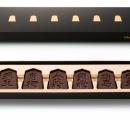 将棋の駒をチョコで再現した「将棋 デ ショコラ」に2018年版 羽生竜王のコメント入りリーフレット付き(1400円)