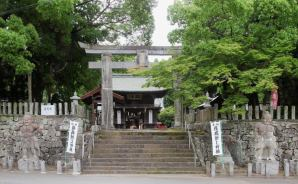 北と南に分かれた珍しい神社