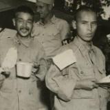 【画像】米軍に捕まった日本兵さん、とんでもない仕打ちをされていた模様・・・
