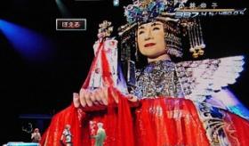 【歌手】   日本のラスボス ファイナル小林幸子 が登場。   海外の反応