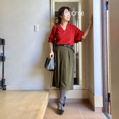 20211021 ユニクロのアコーディオンプリーツスカート、赤と茶色の秋コーデ