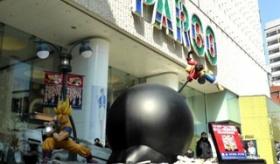 【フィギュア】   こいつはすげえ! 日本のデパートに 悟空とルフィが戦う、巨大なフィギュアが登場!!  海外の反応