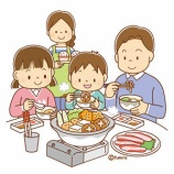 『【クリップアート】鍋物を囲む家族のイラスト』の画像