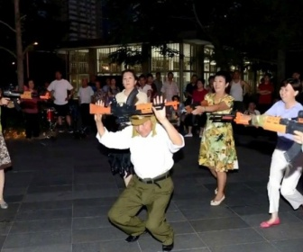 【中国】中高年の男女が広場で毎日「日本鬼子を殺せ」ダンス