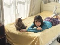 【日向坂46】猫にこんなにガン見される人って、そうはいないよねwwwwwwwwww