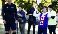 【元乃木坂46】伊藤かりんが「フットゴルフ」で大はしゃぎ!