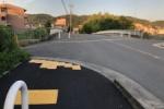 藤が尾の私市橋渡ったところ、歩道がめっちゃ綺麗になってる!〜旧式のグレーから最新のブラックへ〜