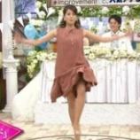 『女子アナ「足開いたらスカートがずり上がってパンティーが・・」』の画像