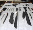 腰に刃物14本ぶら下げた男が逮捕される!【刃物画像有】