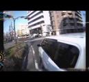 【ドラレコ】交差点でプロボックスが左折中に自転車を追越しながら幅寄せ、接触事故