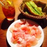 『ペルアデッソ東海(KITTE名古屋)のイタリア産切り立て生ハム(食べ放題)が美味!ガーリックトーストにのせて食べるのが超オススメですよ。生ハム好きにはたまりません。』の画像