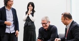 AppleのCEO、ティム・クックが任天堂本社を訪問! 宮本茂氏と面会し、『マリオ』をプレイ!